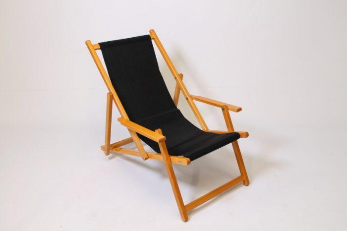 beach chair black carpet