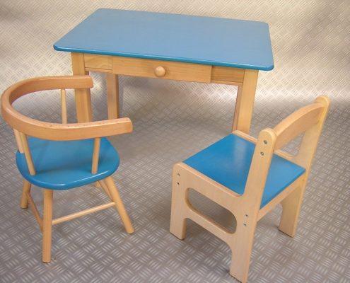 Houten kindertafel met lade