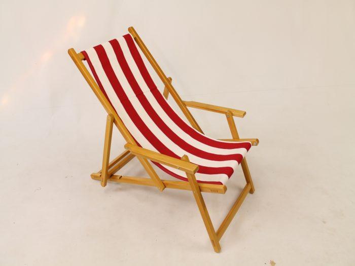 Houten strandstoel gestreept wit rood