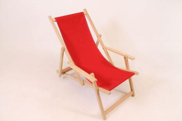 Eikenhouten strandstoel met rode loper